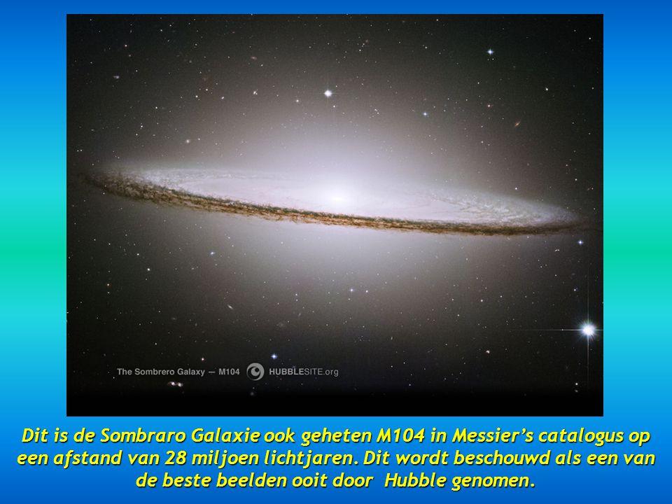 Dit is de Sombraro Galaxie ook geheten M104 in Messier's catalogus op een afstand van 28 miljoen lichtjaren.