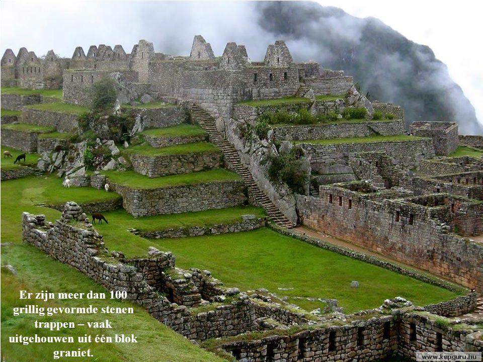 Er zijn meer dan 100 grillig gevormde stenen trappen – vaak uitgehouwen uit één blok graniet.