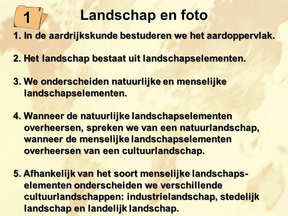 Landschap en foto 1. In de aardrijkskunde bestuderen we het aardoppervlak. 2. Het landschap bestaat uit landschapselementen.