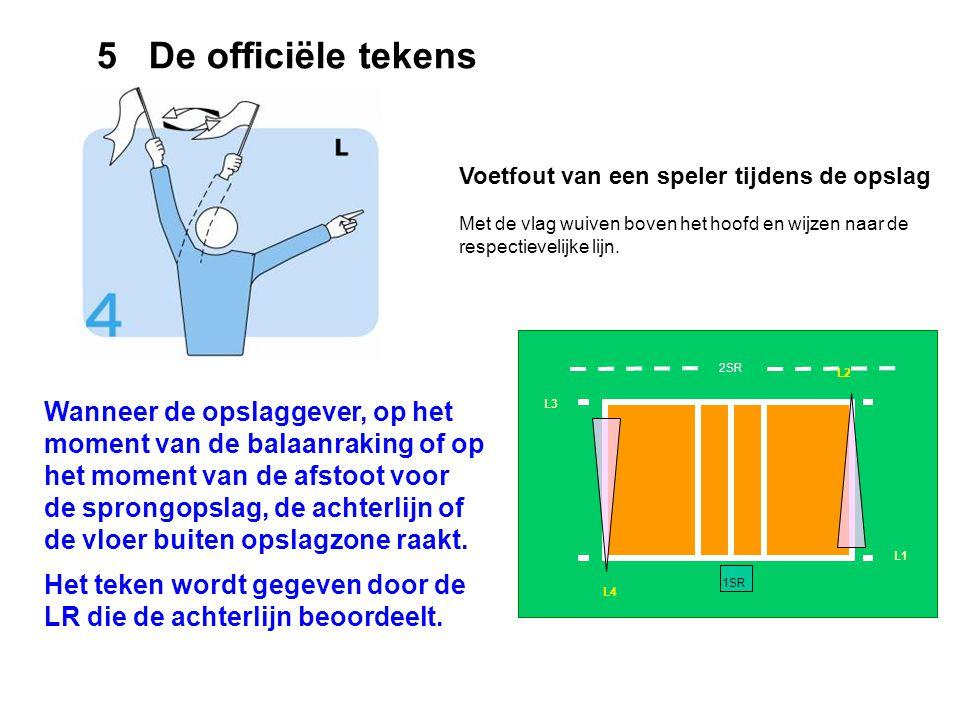 5 De officiële tekens Voetfout van een speler tijdens de opslag. Met de vlag wuiven boven het hoofd en wijzen naar de respectievelijke lijn.