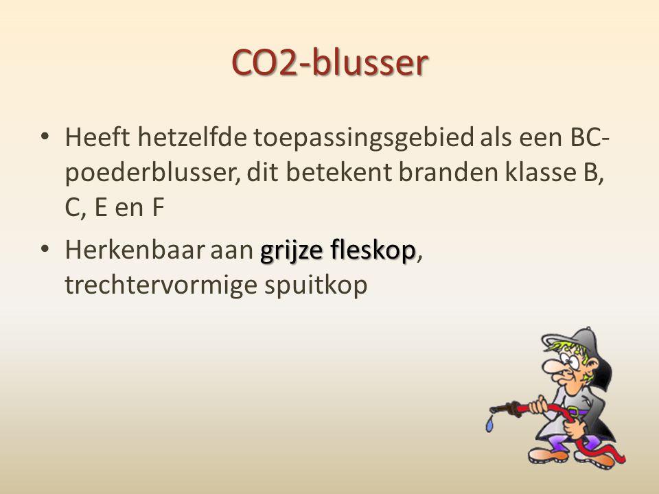 CO2-blusser Heeft hetzelfde toepassingsgebied als een BC-poederblusser, dit betekent branden klasse B, C, E en F.