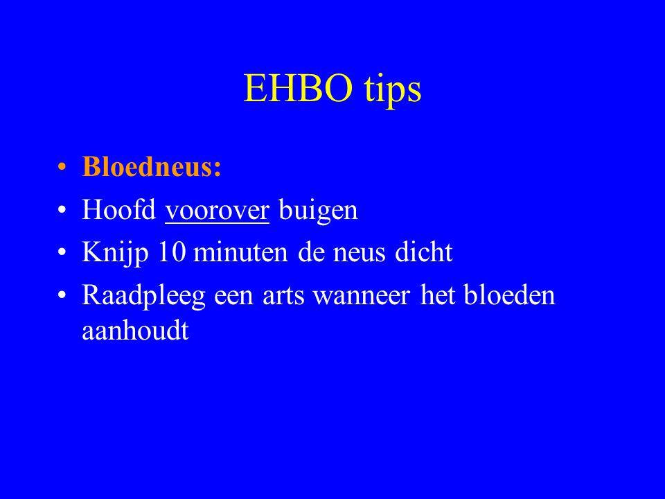 EHBO tips Bloedneus: Hoofd voorover buigen