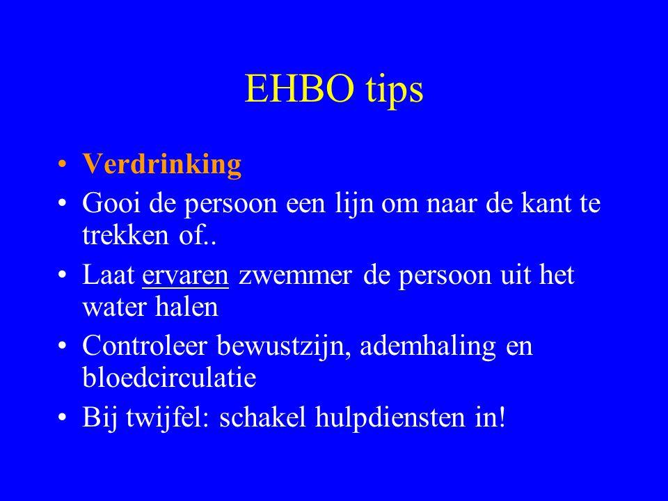 EHBO tips Verdrinking. Gooi de persoon een lijn om naar de kant te trekken of.. Laat ervaren zwemmer de persoon uit het water halen.
