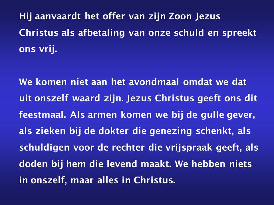 Hij aanvaardt het offer van zijn Zoon Jezus Christus als afbetaling van onze schuld en spreekt ons vrij.