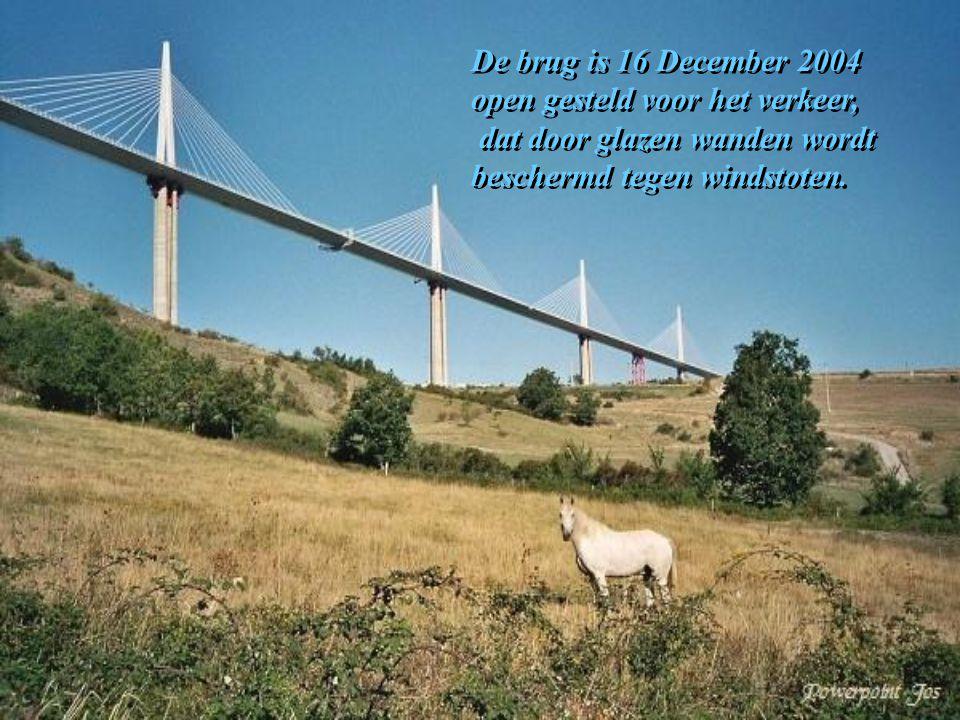 De brug is 16 December 2004 open gesteld voor het verkeer,