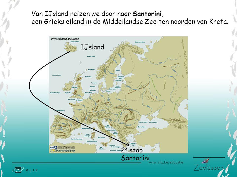 Van IJsland reizen we door naar Santorini,