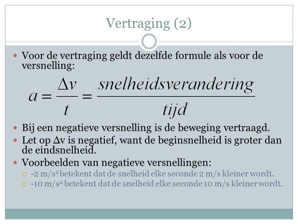 Vertraging (2) Voor de vertraging geldt dezelfde formule als voor de versnelling: Bij een negatieve versnelling is de beweging vertraagd.