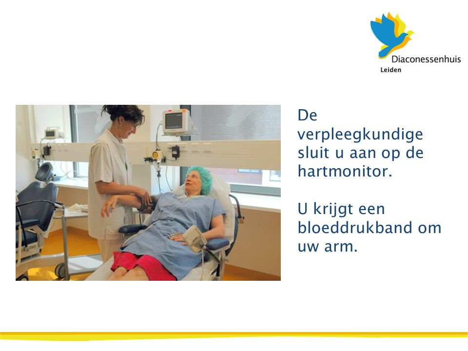 De verpleegkundige sluit u aan op de hartmonitor