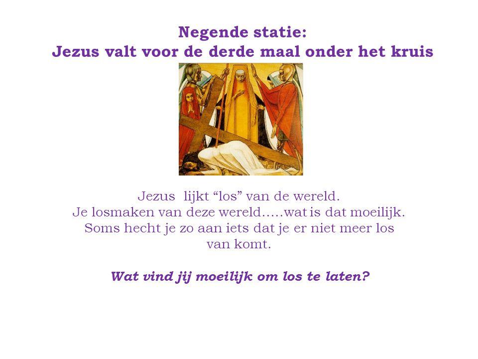 Negende statie: Jezus valt voor de derde maal onder het kruis