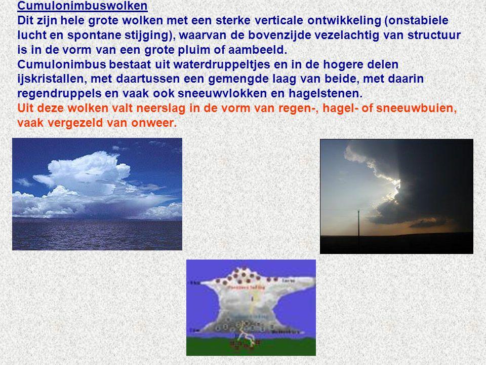 Cumulonimbuswolken Dit zijn hele grote wolken met een sterke verticale ontwikkeling (onstabiele lucht en spontane stijging), waarvan de bovenzijde vezelachtig van structuur is in de vorm van een grote pluim of aambeeld.
