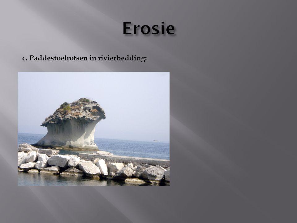 Erosie c. Paddestoelrotsen in rivierbedding: