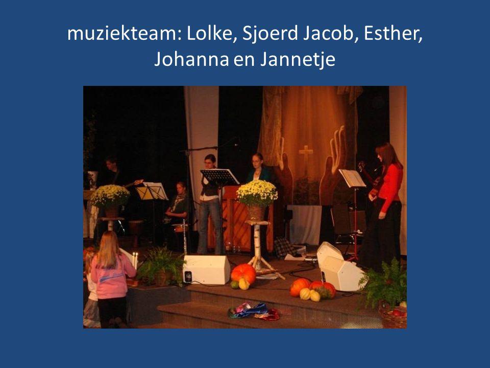 muziekteam: Lolke, Sjoerd Jacob, Esther, Johanna en Jannetje