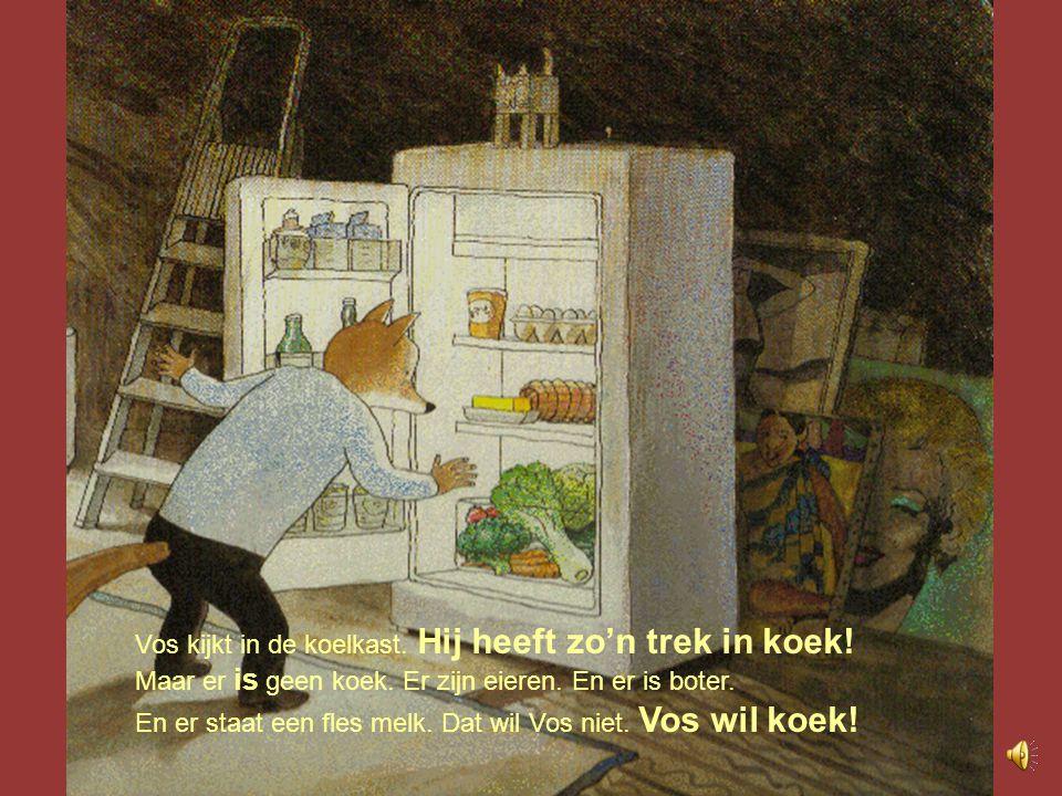 Vos kijkt in de koelkast. Hij heeft zo'n trek in koek!