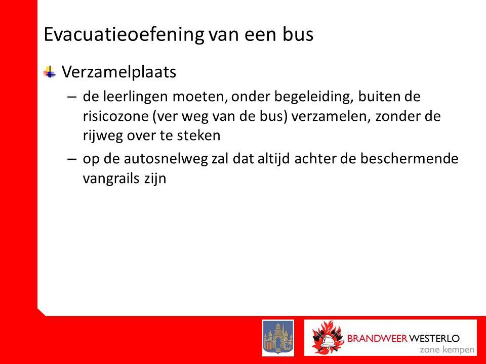 Evacuatieoefening van een bus