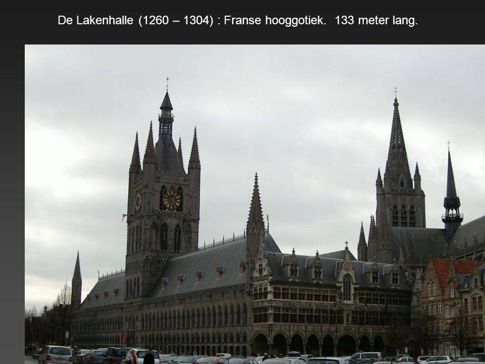 De Lakenhalle (1260 – 1304) : Franse hooggotiek. 133 meter lang.