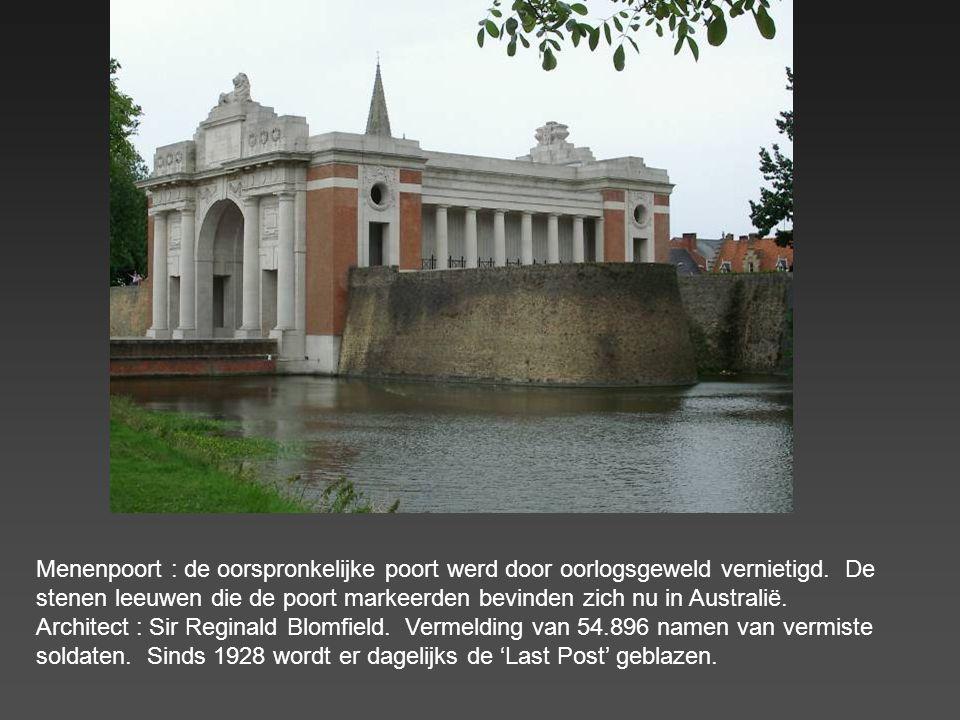 Menenpoort : de oorspronkelijke poort werd door oorlogsgeweld vernietigd.