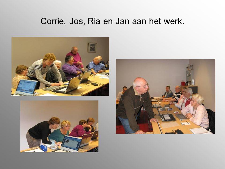 Corrie, Jos, Ria en Jan aan het werk.