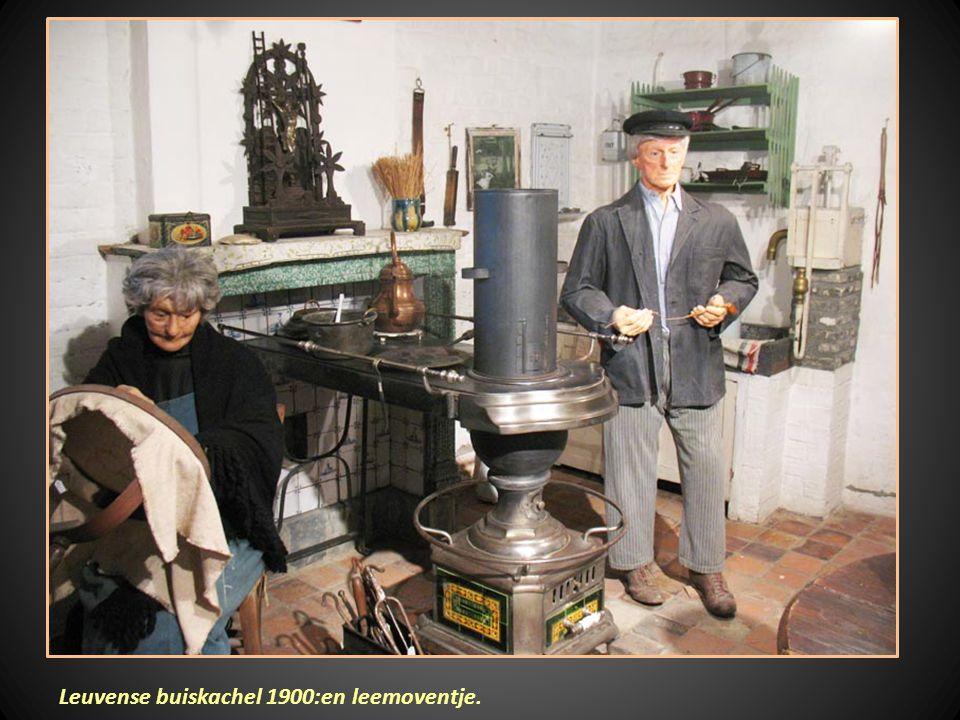 Leuvense buiskachel 1900:en leemoventje.
