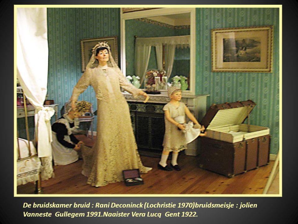 De bruidskamer bruid : Rani Deconinck (Lochristie 1970)bruidsmeisje : jolien Vanneste Gullegem 1991.Naaister Vera Lucq Gent 1922.