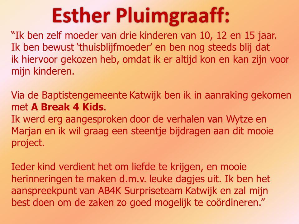 Esther Pluimgraaff: Ik ben zelf moeder van drie kinderen van 10, 12 en 15 jaar. Ik ben bewust 'thuisblijfmoeder' en ben nog steeds blij dat.