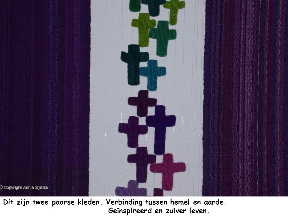 Dit zijn twee paarse kleden. Verbinding tussen hemel en aarde
