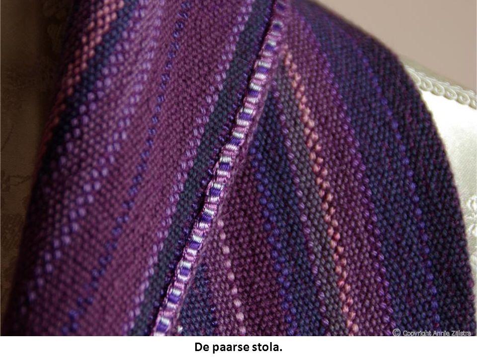 De paarse stola.