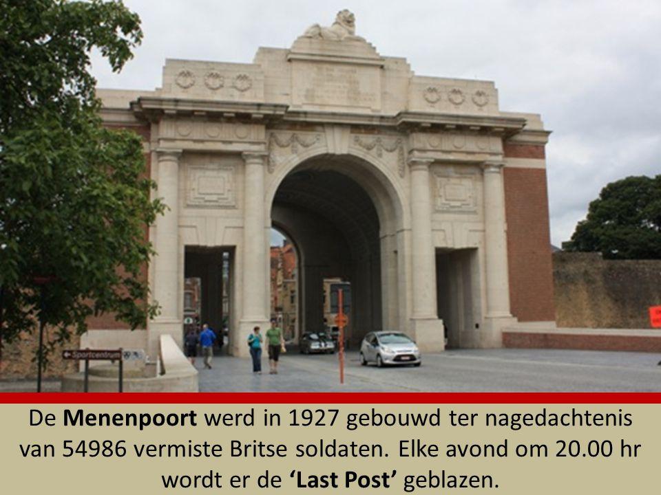 De Menenpoort werd in 1927 gebouwd ter nagedachtenis van 54986 vermiste Britse soldaten.