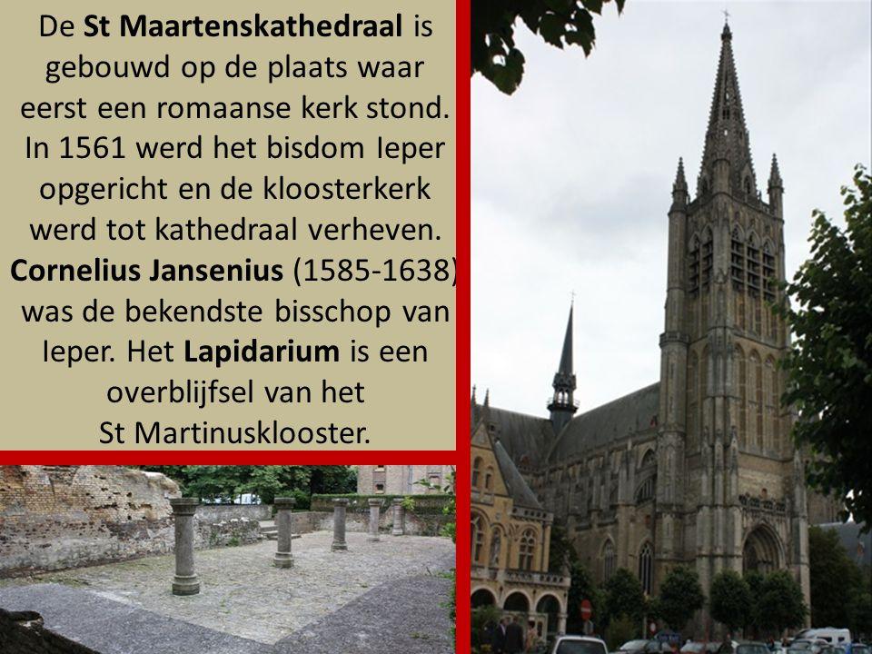 De St Maartenskathedraal is gebouwd op de plaats waar eerst een romaanse kerk stond.