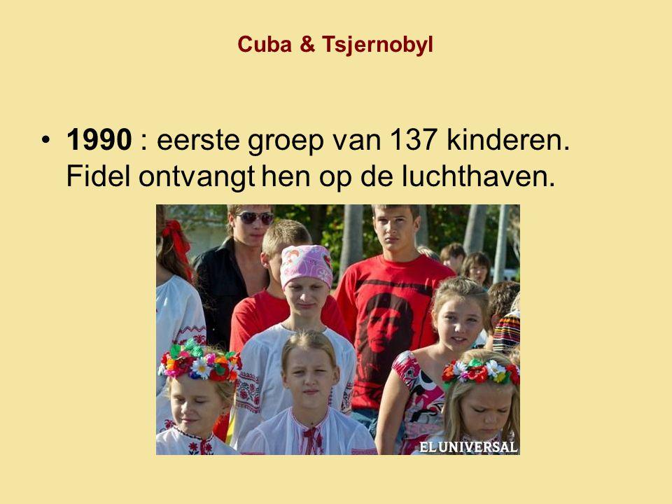 Cuba & Tsjernobyl 1990 : eerste groep van 137 kinderen. Fidel ontvangt hen op de luchthaven.