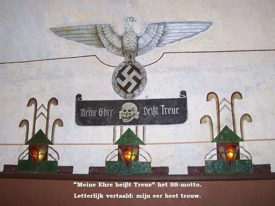 Meine Ehre heiβt Treue het SS-motto.