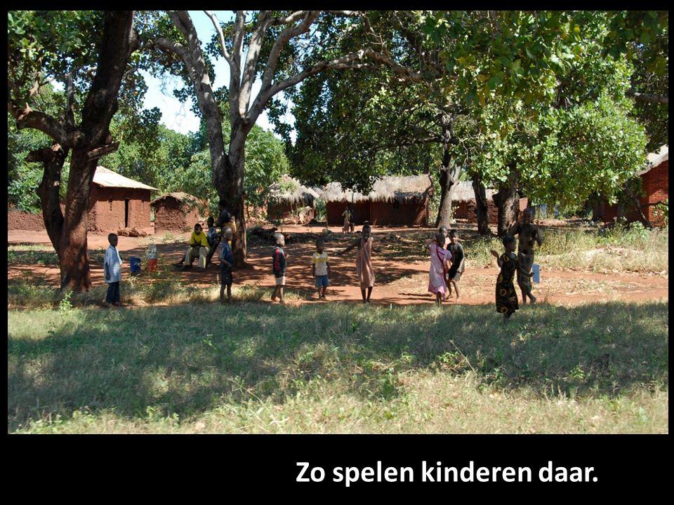 Beelden van Tanzania Zo spelen kinderen daar.