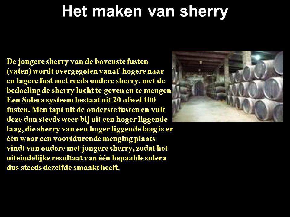 Het maken van sherry De jongere sherry van de bovenste fusten