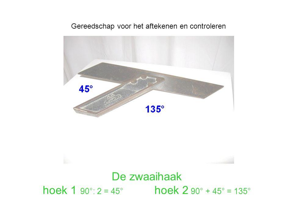 De zwaaihaak hoek 1 90°: 2 = 45° hoek 2 90° + 45° = 135°