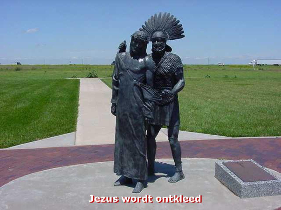 Jezus wordt ontkleed