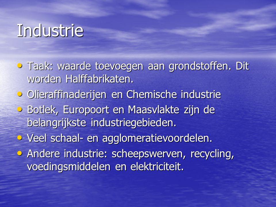Industrie Taak: waarde toevoegen aan grondstoffen. Dit worden Halffabrikaten. Olieraffinaderijen en Chemische industrie.