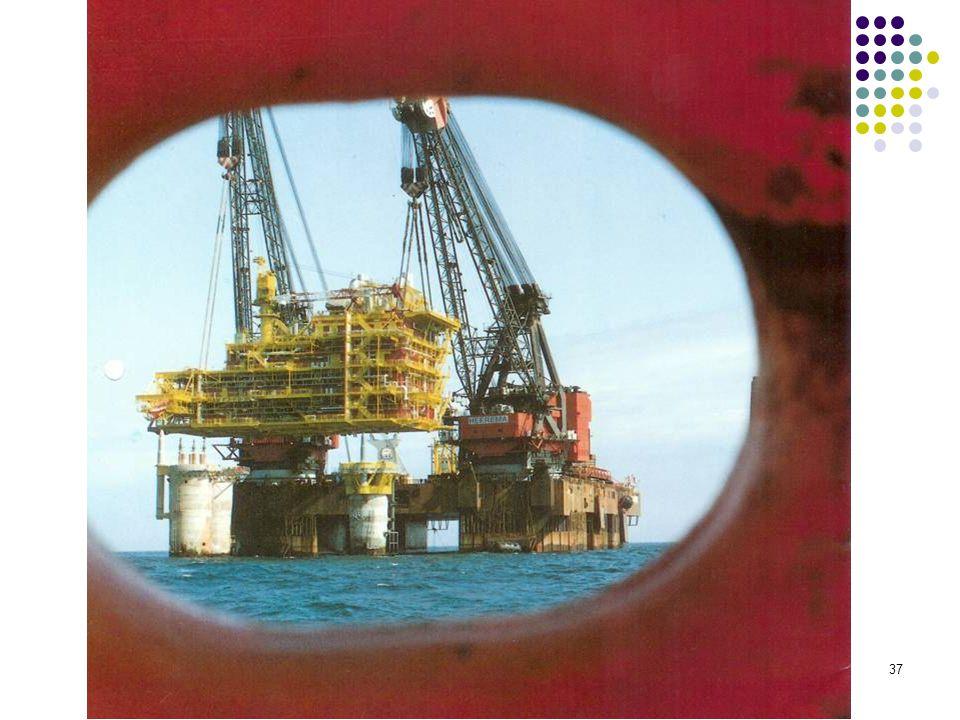 Topsides 6500 ton in de handen van Hermod, zwaarste lift op het Nederlandse plat. De topsides kwamen uit Italie (Belleli)
