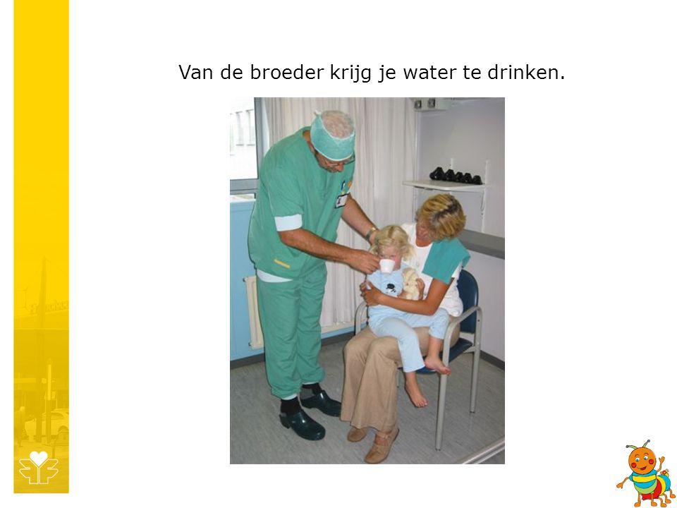 Van de broeder krijg je water te drinken.