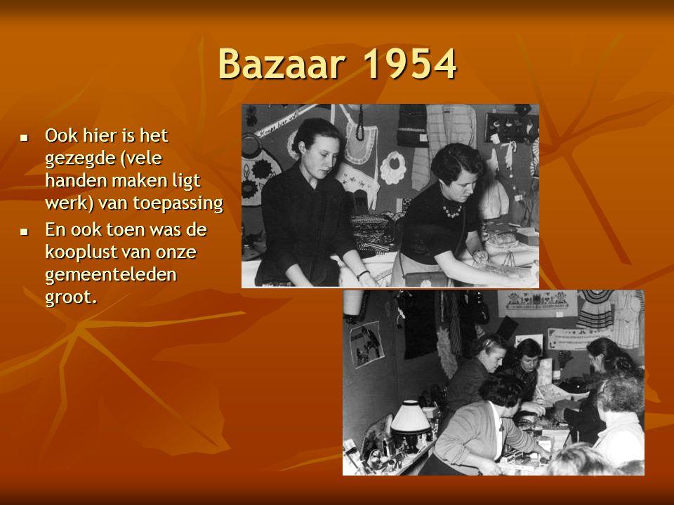 Bazaar 1954 Ook hier is het gezegde (vele handen maken ligt werk) van toepassing.