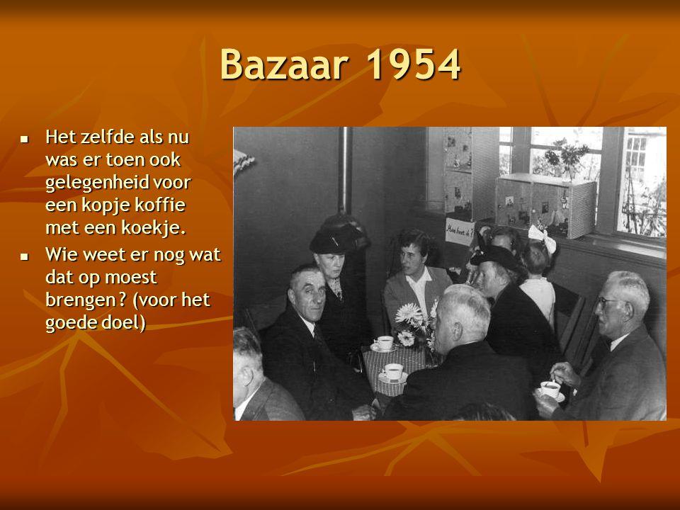 Bazaar 1954 Het zelfde als nu was er toen ook gelegenheid voor een kopje koffie met een koekje.