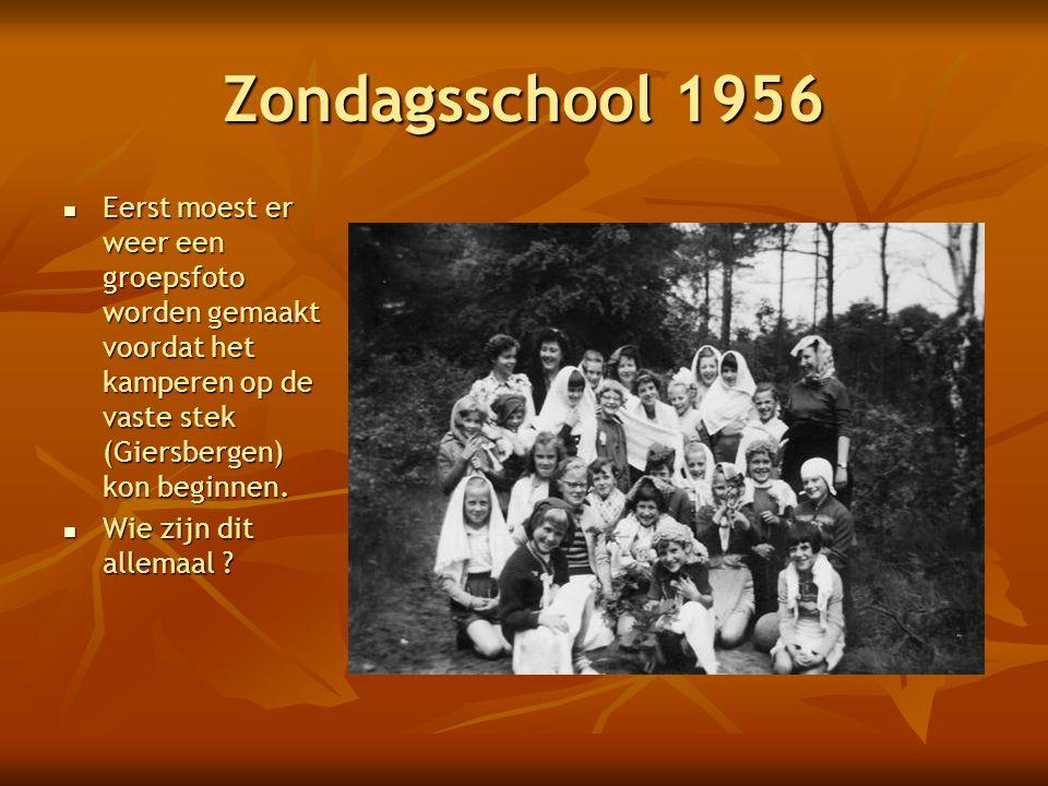 Zondagsschool 1956 Eerst moest er weer een groepsfoto worden gemaakt voordat het kamperen op de vaste stek (Giersbergen) kon beginnen.