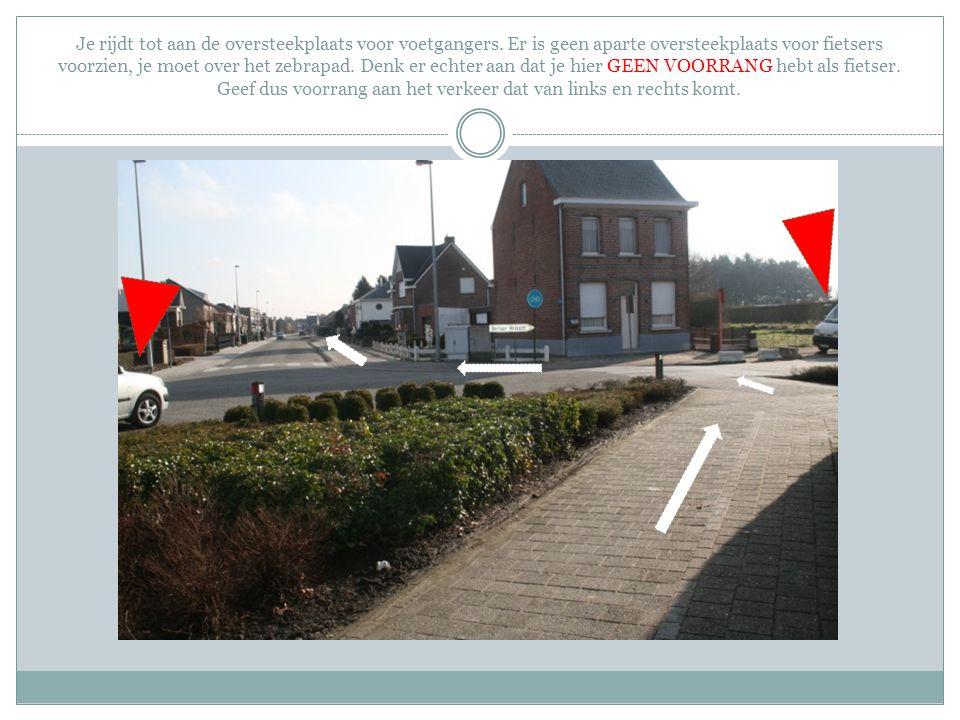 Je rijdt tot aan de oversteekplaats voor voetgangers