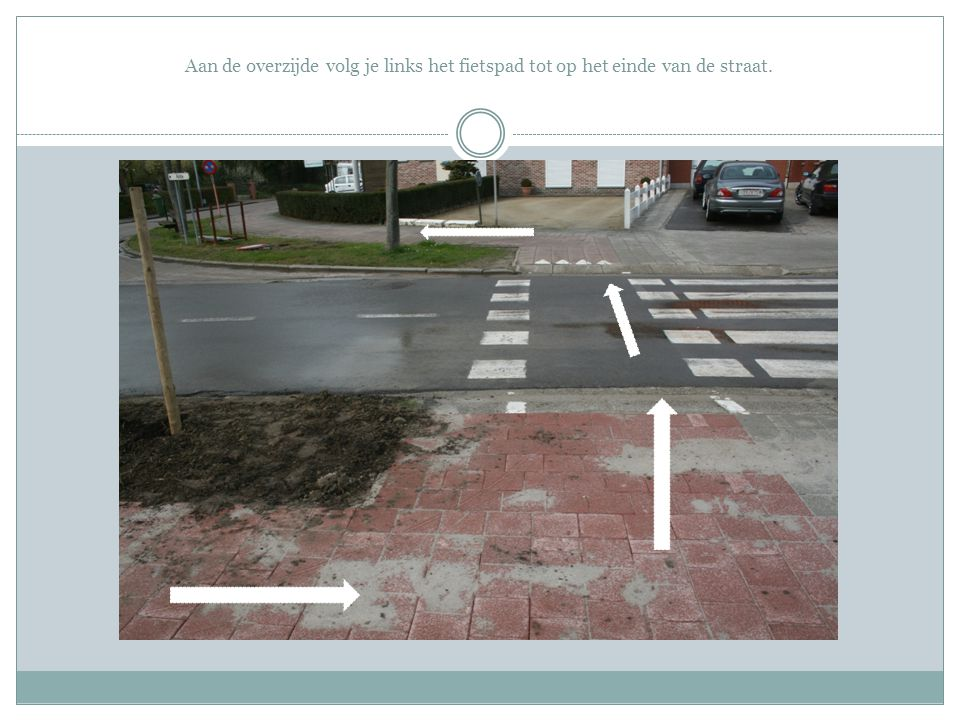 Aan de overzijde volg je links het fietspad tot op het einde van de straat.