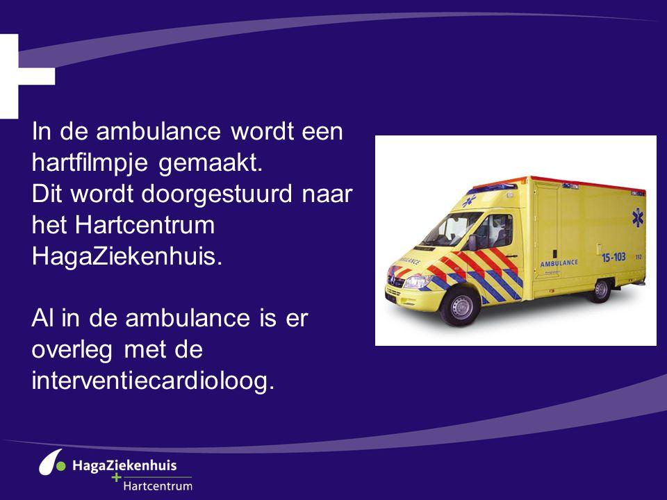 In de ambulance wordt een hartfilmpje gemaakt