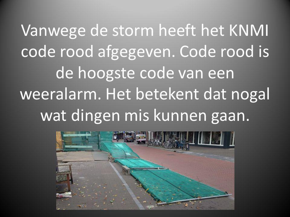Vanwege de storm heeft het KNMI code rood afgegeven