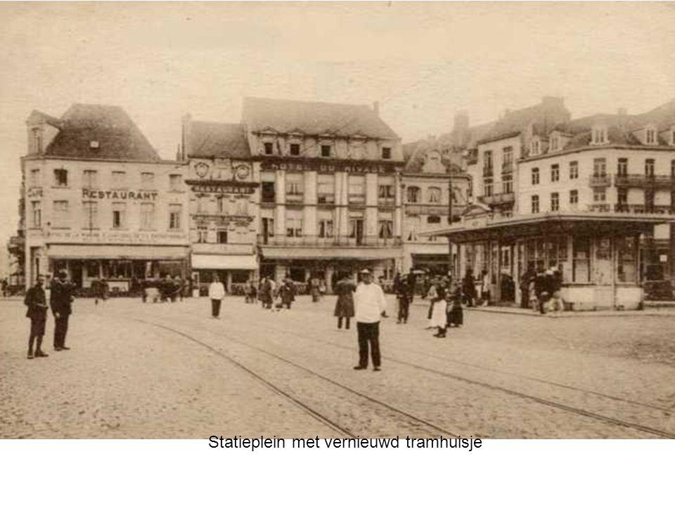Statieplein met vernieuwd tramhuisje
