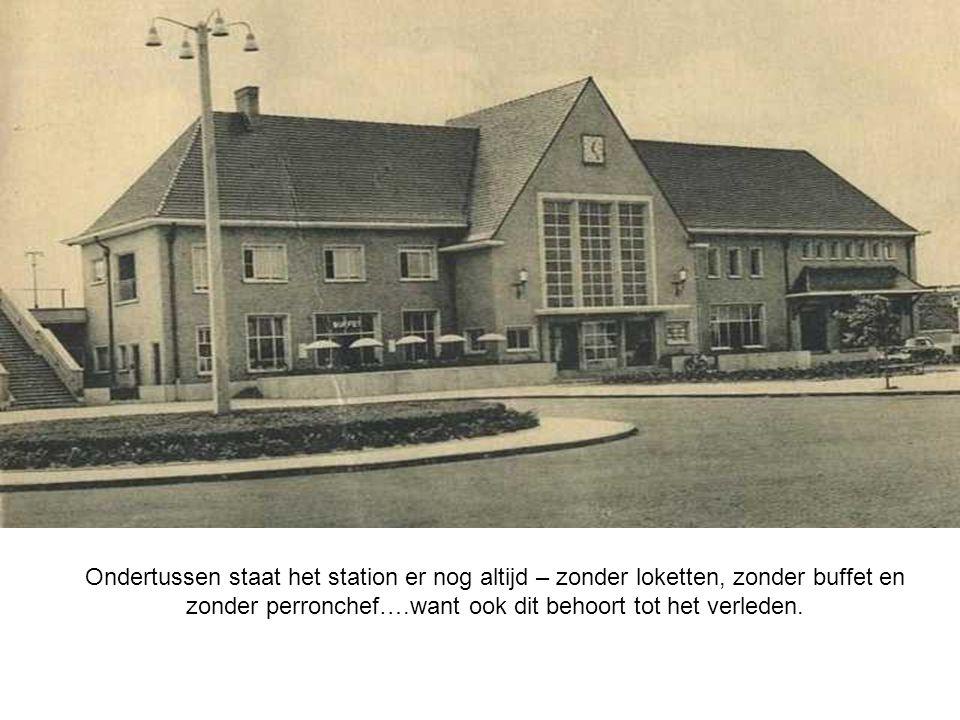 Ondertussen staat het station er nog altijd – zonder loketten, zonder buffet en zonder perronchef….want ook dit behoort tot het verleden.