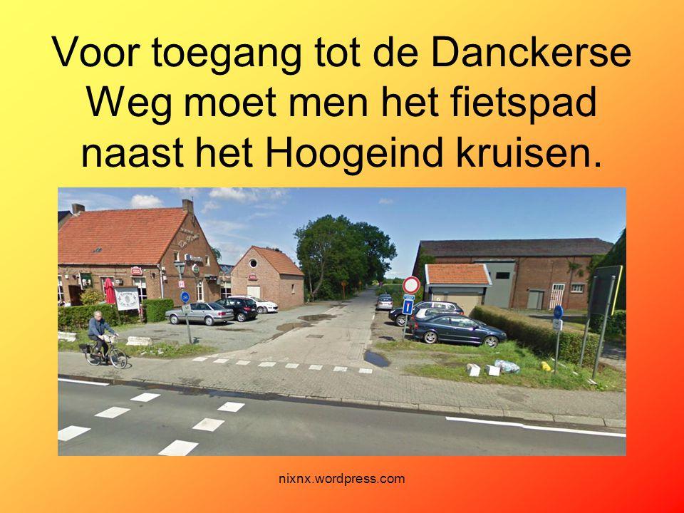 Voor toegang tot de Danckerse Weg moet men het fietspad naast het Hoogeind kruisen.
