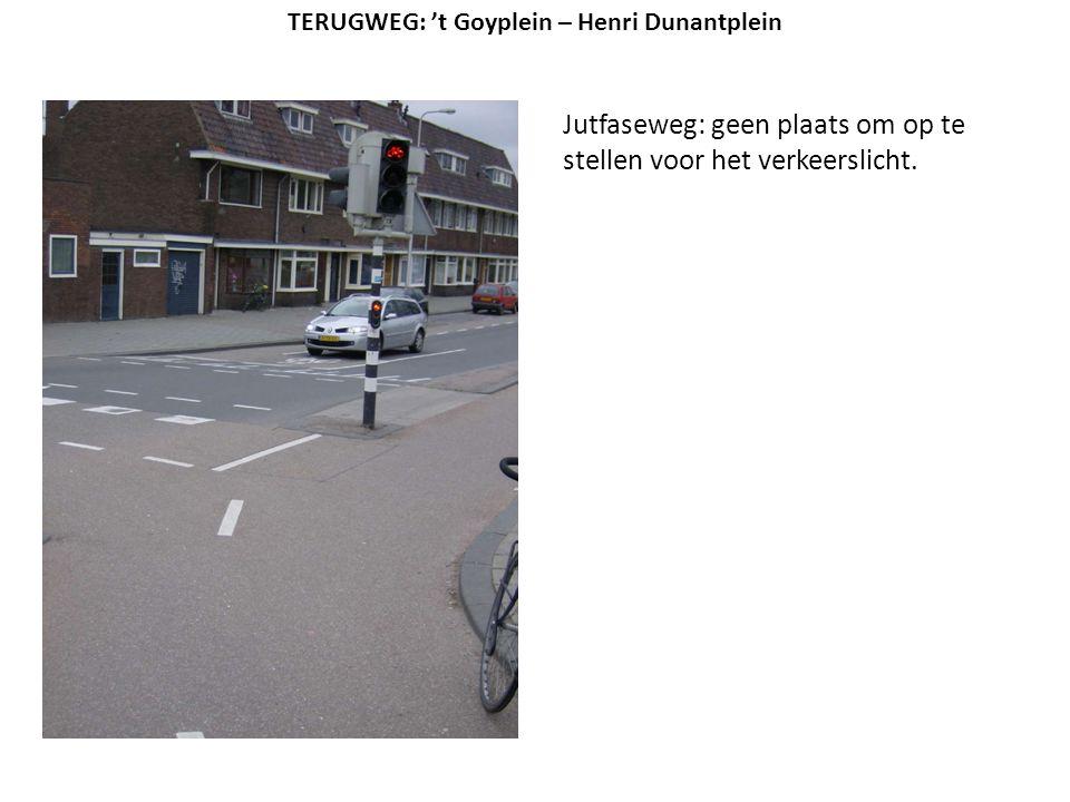 Jutfaseweg: geen plaats om op te stellen voor het verkeerslicht.