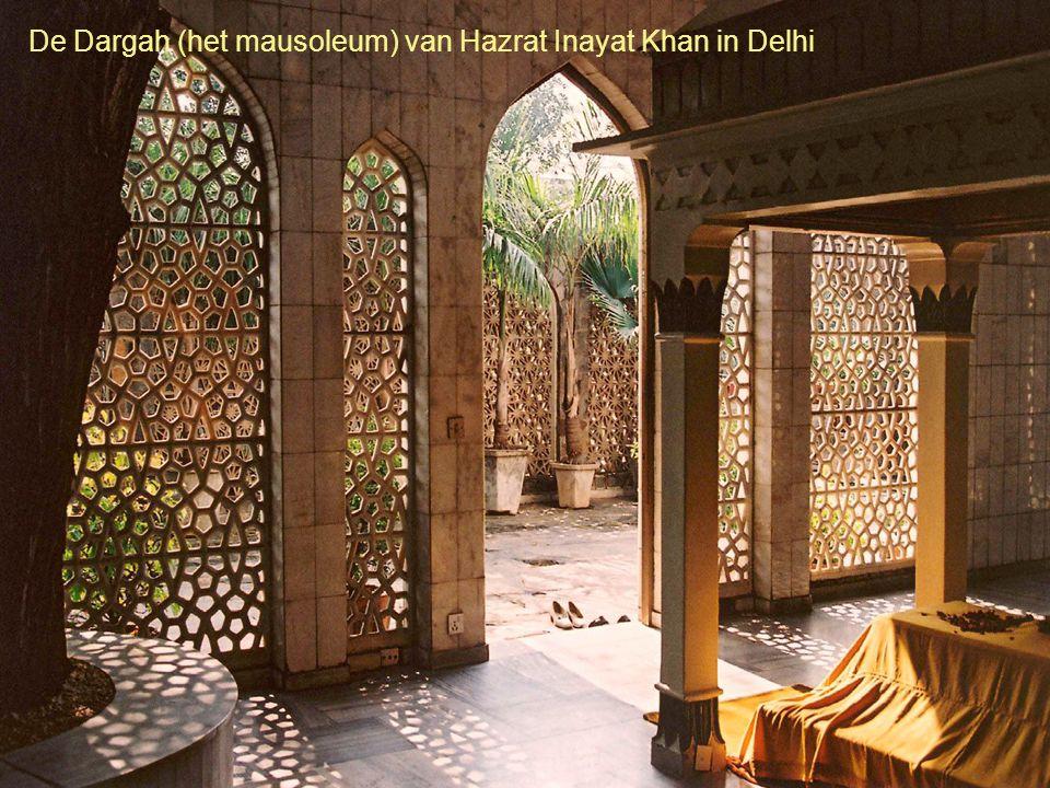 De Dargah (het mausoleum) van Hazrat Inayat Khan in Delhi