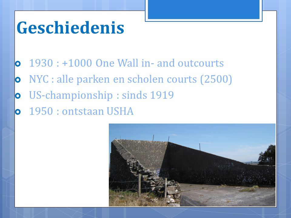 Geschiedenis 1930 : +1000 One Wall in- and outcourts